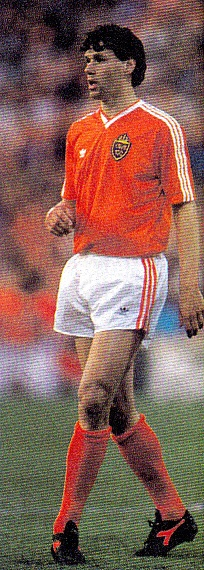 Netherlands-1989-adidas-home-kit-orange-white-orange.jpg