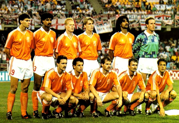 Netherlands-1990-adidas-world-cup-home-kit-orange-white-orange-group-photo.jpg