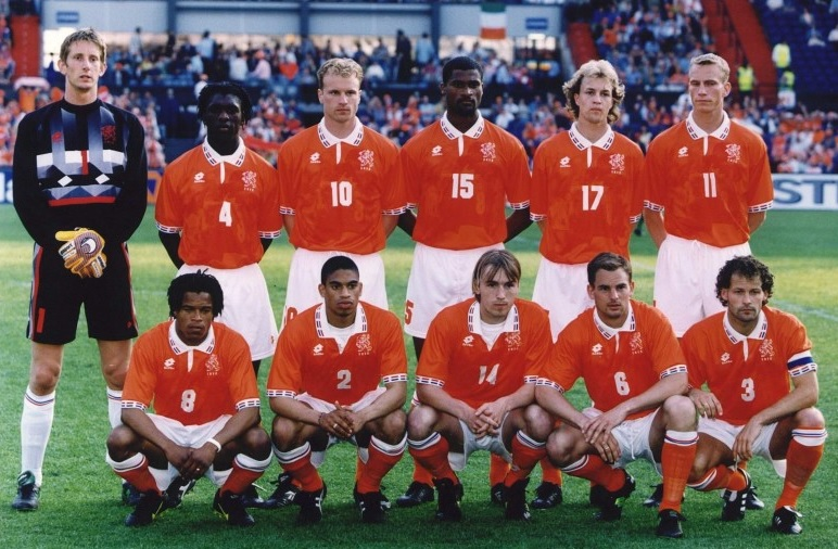 Netherlands-1996-lotto-home-kit-orange-white-orange-group-photo.jpg