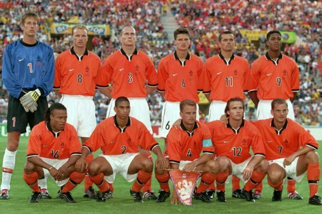 Netherlands-1998-NIKE-world-cup-home-kit-orange-white-orange-group-photo.jpg