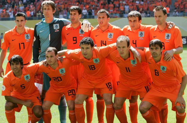Netherlands-2006-NIKE-world-cup-home-kit-orange-orange-orange-group-photo.jpg