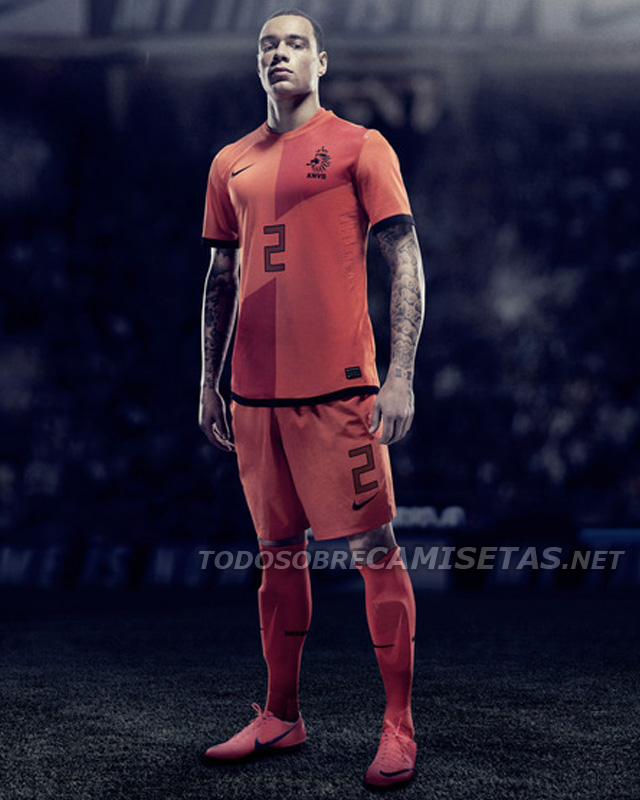 Netherlands-2012-NIKE-new-home-kit-11.jpg