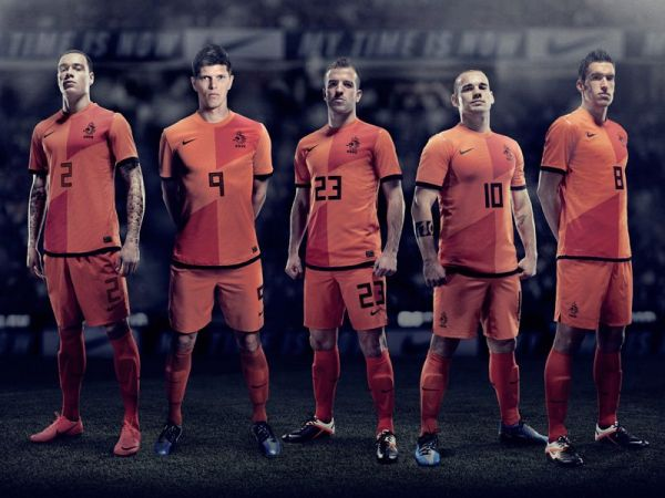 Netherlands-2012-NIKE-new-home-kit-13.jpg