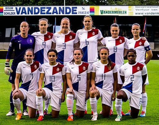 Netherlands-2013-NIKE-women-away-kit-white-white-white-line-up.jpg
