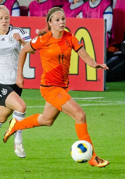 Netherlands-2013-NIKE-women-home-kit-orange-orange-orange.jpg