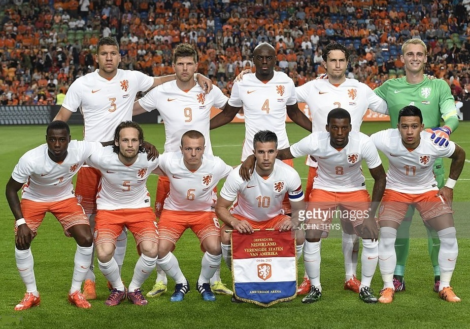 Netherlands-2015-NIKE-away-kit-white-orange-white-line-up.jpg