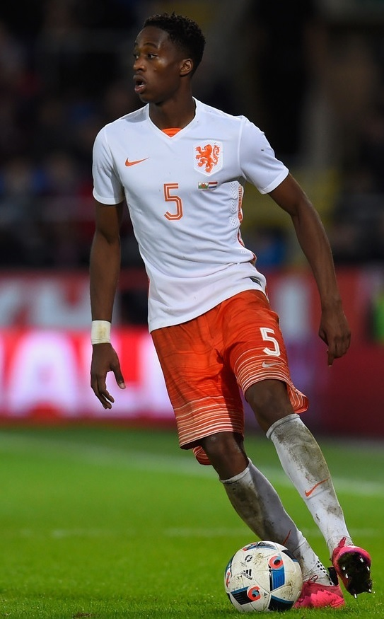 Netherlands-2015-NIKE-away-kit-white-orange-white.jpg