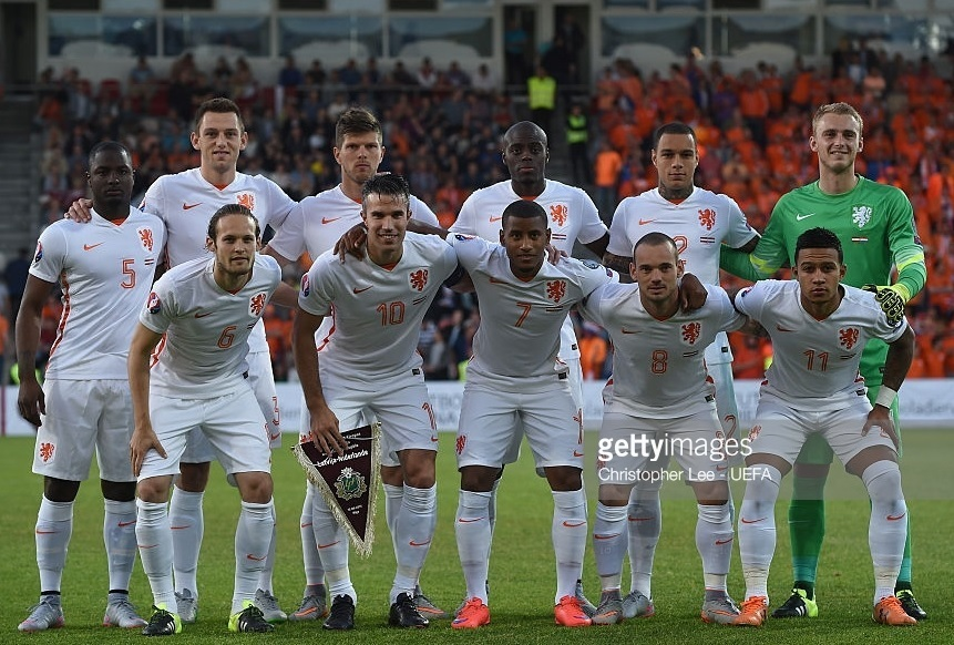 Netherlands-2015-NIKE-away-kit-white-white-white-first-eleven-pose.jpg