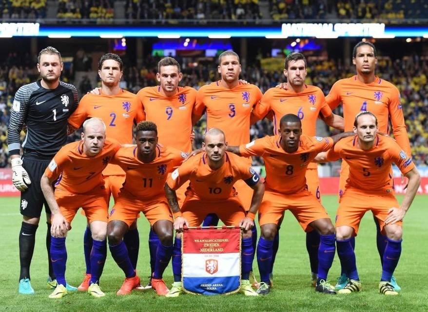Netherlands-2016-17-NIKE-home-kit-orange-orange-blue-line-up.jpg
