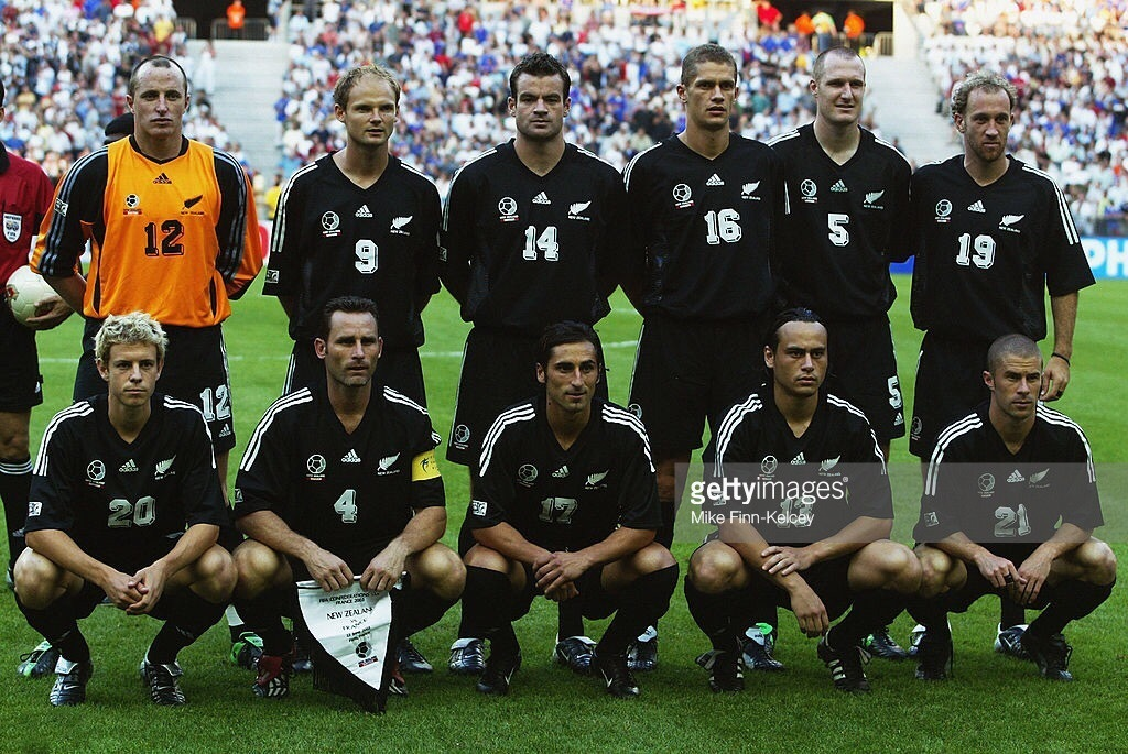 New-Zealand-2003-adidas-confederations-cup-away-kit-black-black-black-line-up.jpg