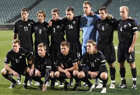 New Zealand-08-09-NIKE-uniform-black-black-black-group.JPG