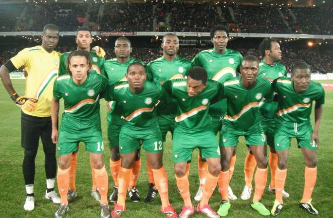 Niger-10-11-tovio-away-kit-green-green-orange-line-up.JPG