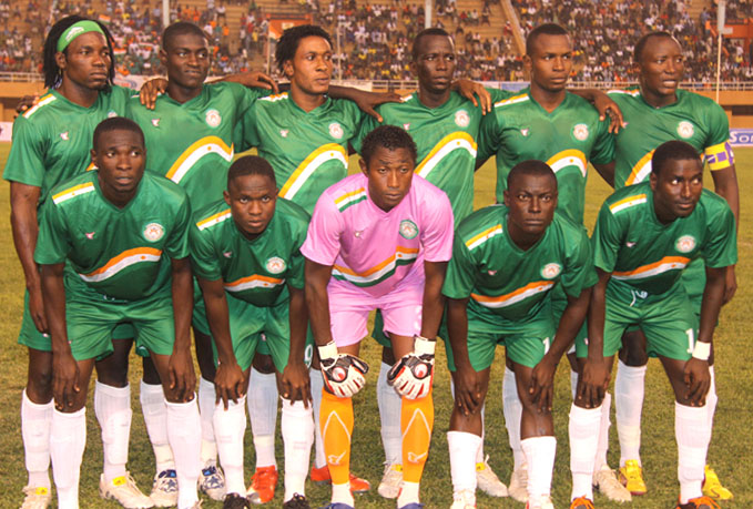 Niger-10-11-tovio-away-kit-green-green-white-line up.JPG
