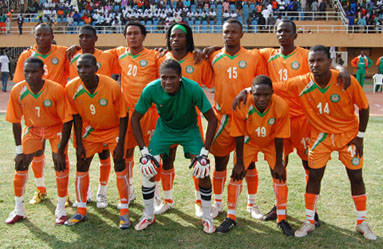 Niger-10-11-tovio-home-kit-orange-orange-orange-line up.JPG