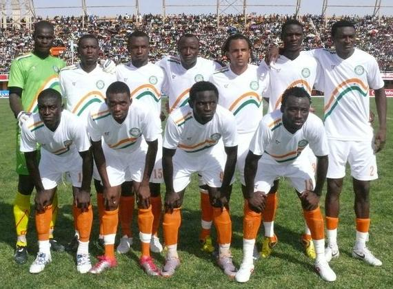 Niger-11-tovio-away-kit-white-white-orange-line-up.JPG
