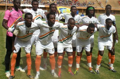 Niger-12-13-tovio-away-kit-white-white-orange-line-up.JPG