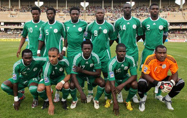 Nigeria-08-09-adidas-home-uniform-green-green-green-pose.JPG