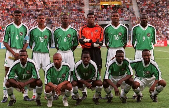 Nigeria-1998-NIKE-home-kit-green-white-white-line-up.jpg