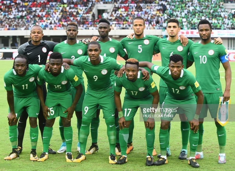 Nigeria-2016-17-NIKE-home-kit-green-green-green-line-up.jpg