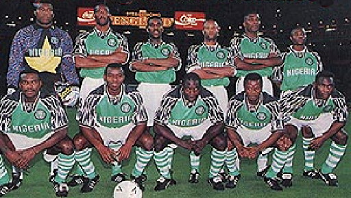 Nigeria-95-NIKE-home-kit-green-white-stripe-line-up.jpg
