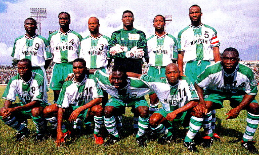 Nigeria-96-97-NIKE-away-kit-white-green-stripe-line-up.jpg