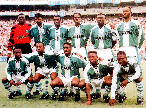 Nigeria-96-NIKE-home-kit-green-white-stripe-line-up.jpg