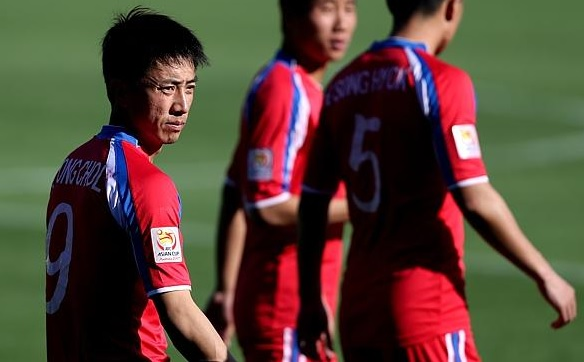 North-Korea-2014-no-name-home-kit-red-red-red-5.jpg