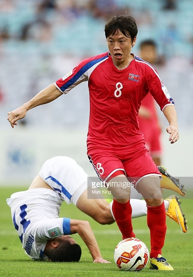 North-Korea-2015-asian-cup-home-kit-red-red-red-梁勇基.jpg