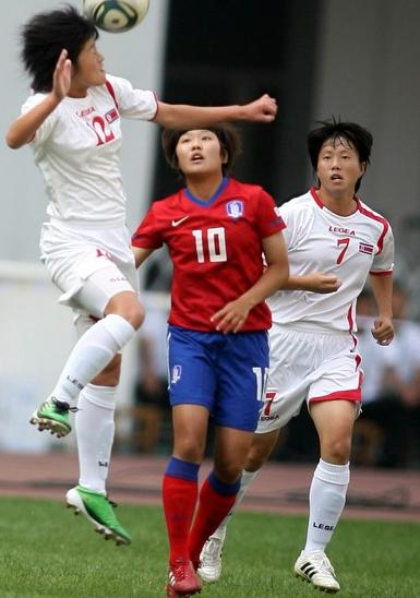 North Korea-11-LEGEA-women-away-white-white-white-2.JPG