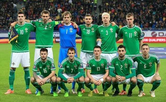 Northern-Ireland-2015-adidas-home-Kit-green-white-green-line-up.jpg