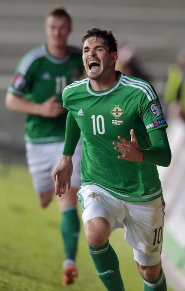 Northern-Ireland-2015-adidas-home-kit-green-white-green.JPG