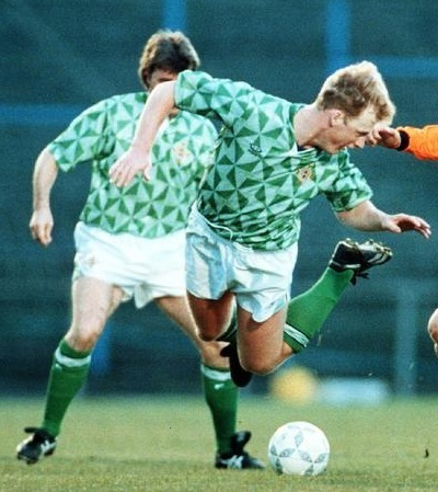 Northern-Ireland-90-92-UMBRO-home-kit-green-white-green.jpg