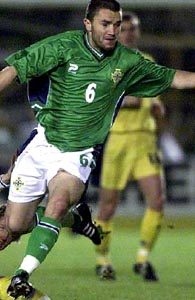 Northern Ireland-02-03-UMBRO-home-green-white-green.JPG