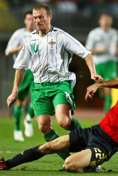 Northern Ireland-06-07-UMBRO-away-kit-white-green-green.jpg