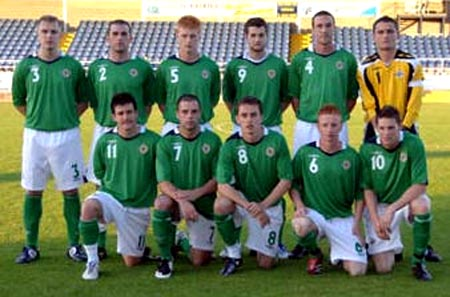 Northern Ireland-06-07-UMBRO-home-green-white-green-group.JPG