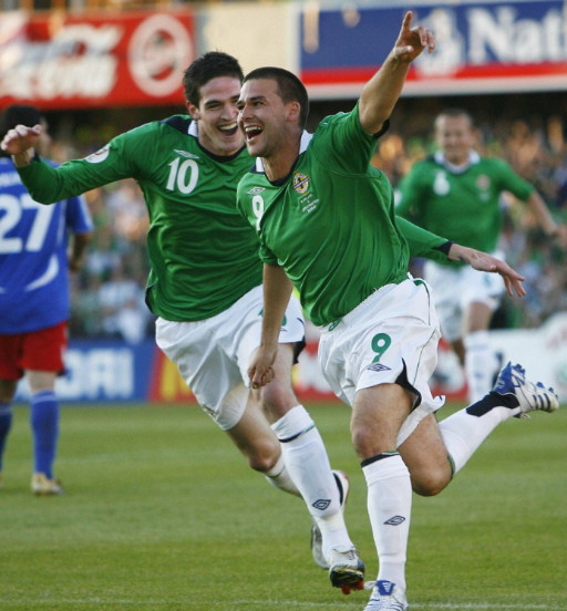 Northern Ireland-06-07-UMBRO-home-kit-green-white-white.jpg