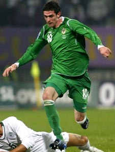 Northern Ireland-08-09-UMBRO-home-green-green-green.JPG