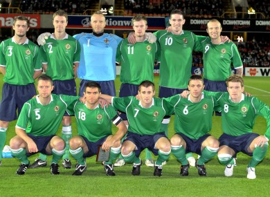Northern Ireland-08-09-UMBRO-home-kit-green-navy-green-line-up.jpg