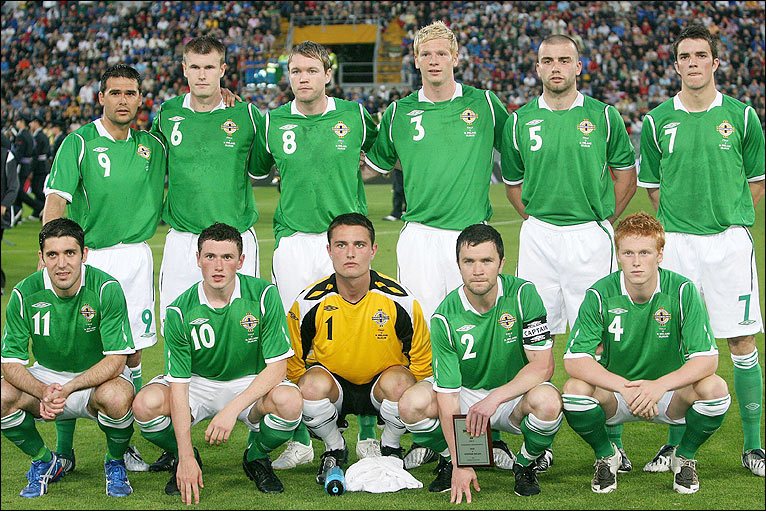 Northern Ireland-08-09-UMBRO-home-kit-green-white-green-line-up.jpg