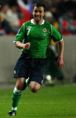 Northern Ireland-08-09-UMBRO-uniform-green-navy-green.JPG