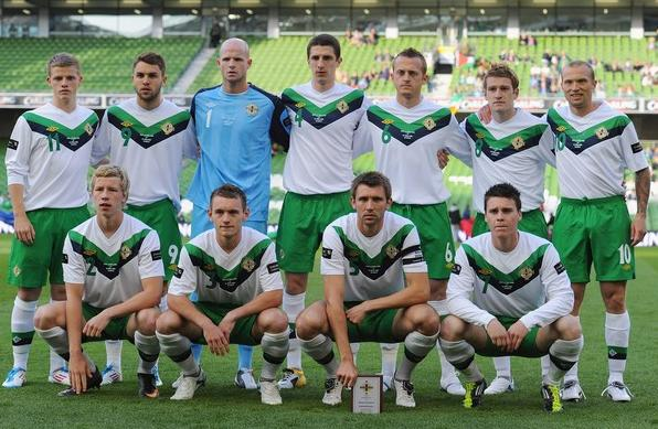 Northern Ireland-11-12-UMBRO-away kit-white-green-white-line up.JPG