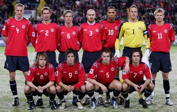 Norway-04-06-UMBRO-home-kit-red-navy-navy-line-up.JPG