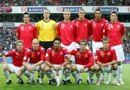 Norway-06-07-UMBRO-home-kit-red-white-white-line-up.jpg