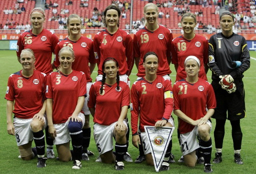 Norway-07-UMBRO-women-home-kit-red-white-navy-line-up.jpg