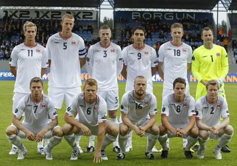 Norway-09-10-UMBRO-away-kit-white-white-white-pose.JPG