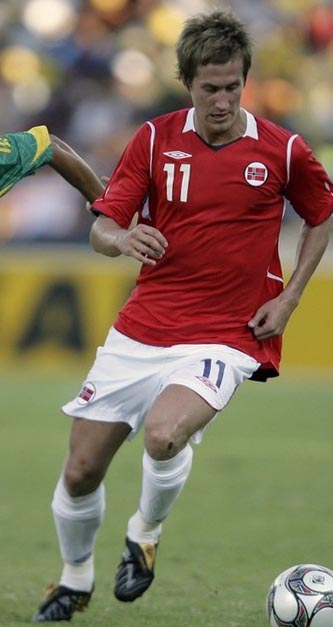 Norway-09-10-UMBRO-uniform-red-white-white.JPG