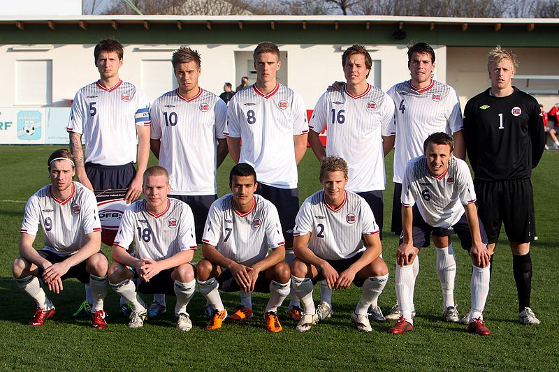 Norway-09-11-UMBRO-U-21-away-kit-white-navy-white-line-up.jpg