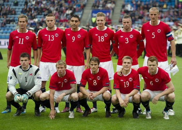 Norway-10-11-UMBRO-home-kit-red-white-navy-line-up.JPG