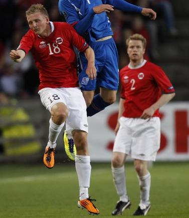Norway-10-11-UMBRO-home-kit-red-white-white.JPG