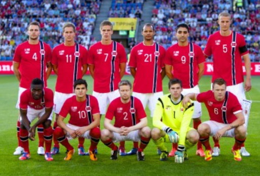 Norway-12-13-UMBRO-home-kit-red-white-red-line-up.jpg
